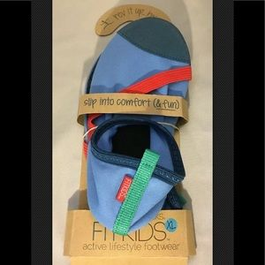 NEW! Fitkids Water Shoes Size XL Size 3 To 4.5